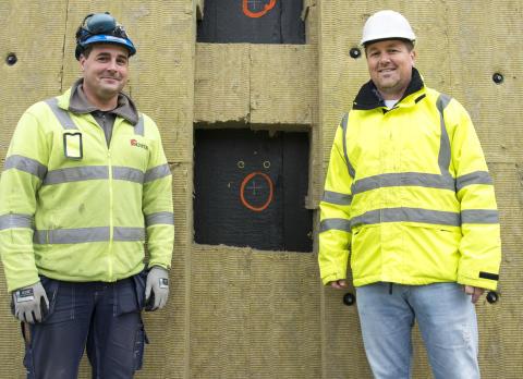 Formann Henrik Larsson fra Noveta og distriktssjef Morten Rønningen fra AS ROCKWOOL