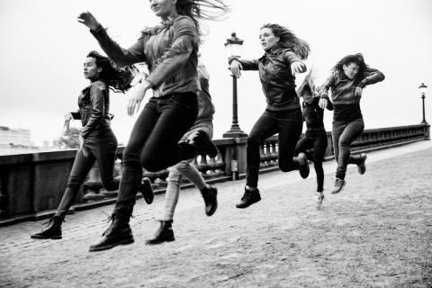 Dansen och kvinnorna tar plats i verket City Horses på Open Art