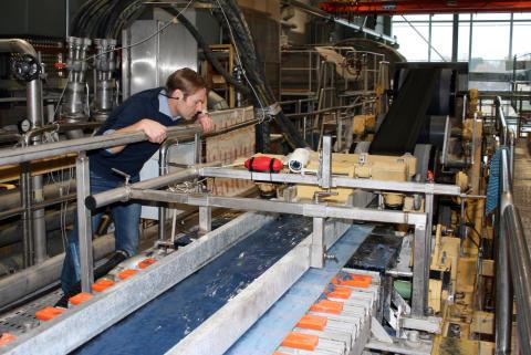 Rapporten A Cellulose-Based Society har omslag av återvunna jeans