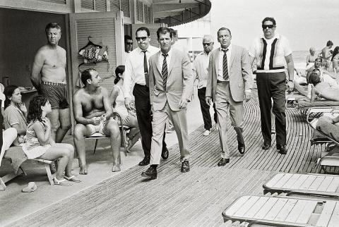 "Terry O´Neill: ""Frank Sinatra on the Boardwalk"", Miami Beach 1968."