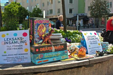 Leksaksinsamling i Solna den 8 juni 2013