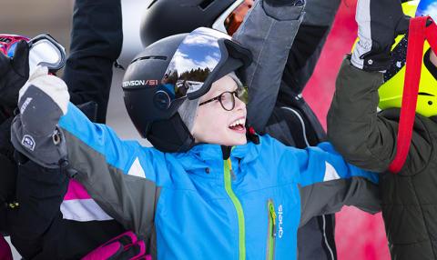 En heldagsupplevelse på snö för 210 fritidshemsbarn i Skellefteå