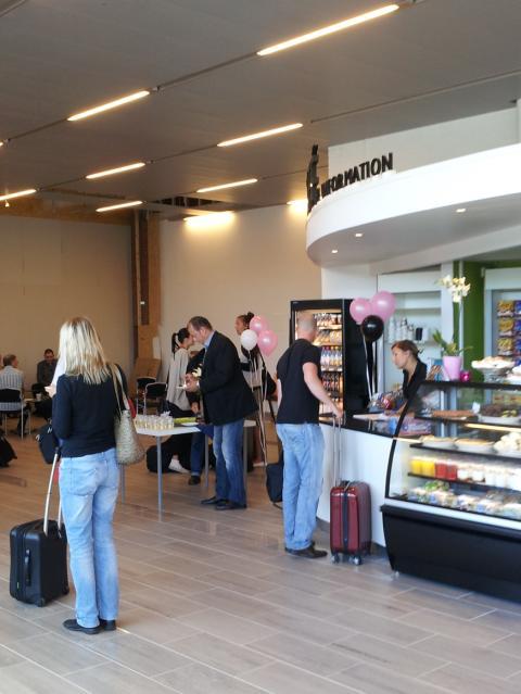 Nya incheckningshallen inviger café