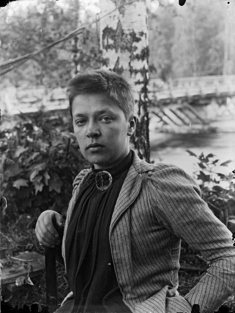 Ellen Thesleff, 1890.