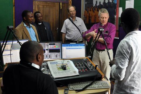 50-årsgåva till kyrkans radio i Tanzania