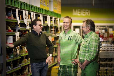 Regionsjef Espen Madsen, butikksjef Dan Cato Olsen og daglig leder Aksel Harby.