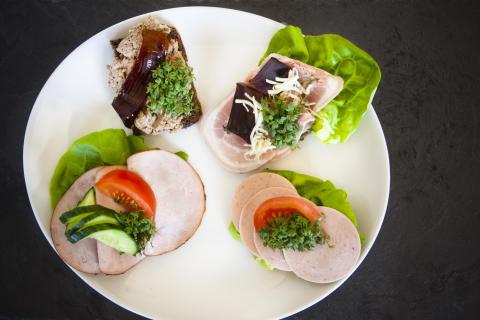 Kød til frokost gør dig mindre sulten om aftenen