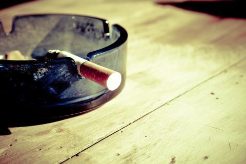 Ska man inte ens få röka i sitt eget hem?
