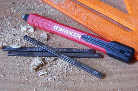 Striker Ultimate Snickarpenna med stift på trä
