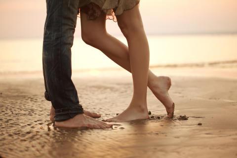 Zum Tag des Fußes am 26. Juni: Frauen sind seltener zufrieden mit ihren Füßen als Männer