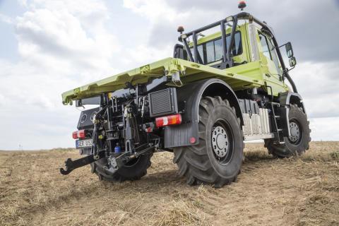 I bakänden har Unimog det som förväntas av en traktor.