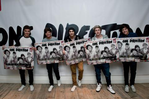 One Direction firar 12 miljoner sålda album, singlar och DVD:er