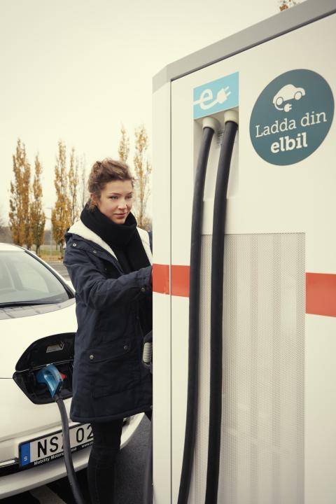 Första snabbladdaren för elbilar på plats i Ystad