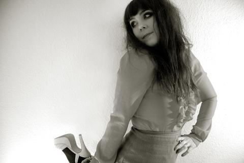 Miss Li uppträder på Fringe Festival