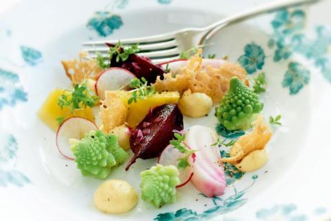 Recept: Primörgrönsaker med kryddig hollandaisesås
