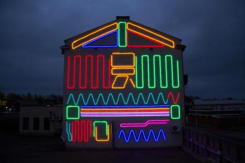 Iisalmea valaisee nyt interaktiivinen valotaideteos, joka kutsuu leikkiin – katsoja voi ohjata valoja sovelluksella