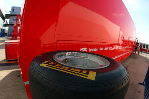 Pirelli däckstest Formel 1 Jerez, februari 2011