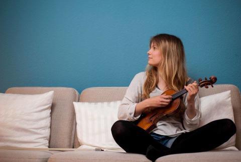100 000 kronor till violinisten Isabelle Bania