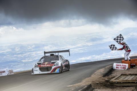 "Peugeot 208 T16 Pikes Peak er ""Race Car of the Year"""