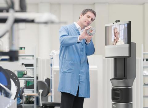 Ava 500 videokonferensrobot i tillverkningsmiljö