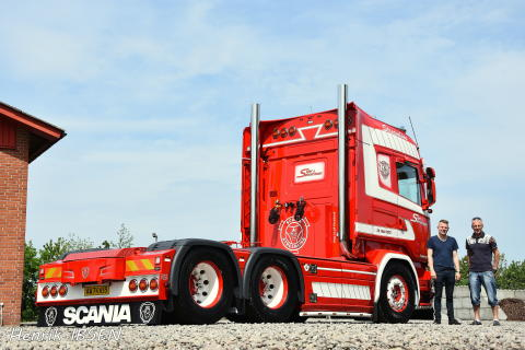 Ny Scania med V8-power og retro-look til Sejer og Sønnichsen