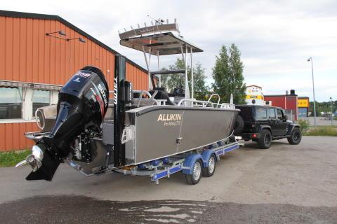 ALUKIN Pro fishing 750 på väg mot fiskeäventyr