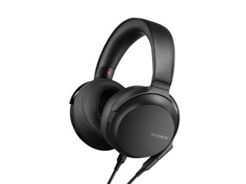 Căștile premium Sony MDR-Z7M2 reproduc atmosfera muzicii live