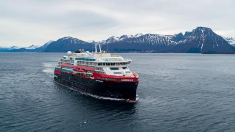 Vellykka verftsprøvetur for verdas fyrste hybriddrevne cruiseskip