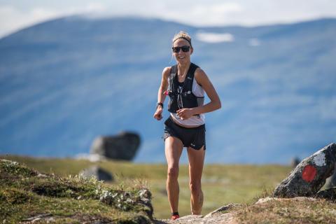 Fanny Borgström första tog sin andra raka seger i KIA Fjällmaraton på banrekordet 3:59:49
