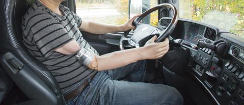 Hörsel- och beröringsintryck leds genom benförankrade proteser