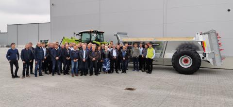 Team Norwegian Agro Machinery foran Pichon-vogn