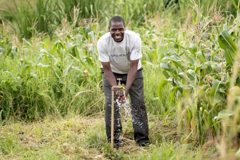Nyt innovativt partnerskab skal sikre, at vand kommer frem til verdens fattigste