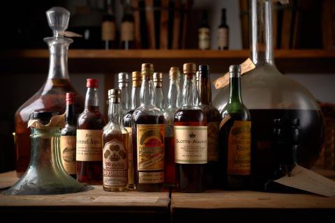 Gamle flasker med akevitt