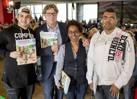 Toni Schumacher stellt das erste barrierefreie Kinderbuch Deutschlands im RheinenergieSTADION vor