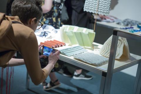 Textildesignstudenternas utställning TXTL