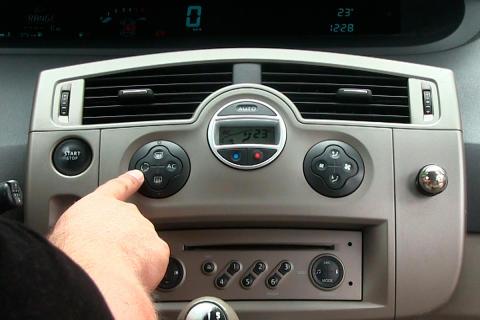 Fjerne vond lukt i bil