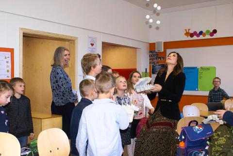 Drømmen gik i opfyldelse - Royalt besøg ved indvielse af Nøvling Skole