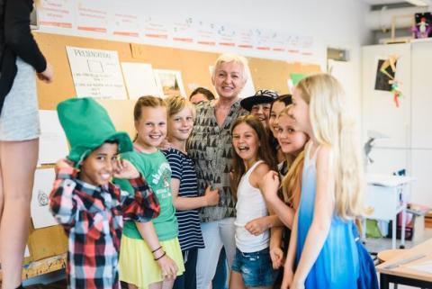 Elever och lärare på Erlaskolan Östra