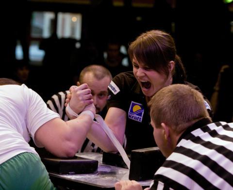 Premiären av skol-SM i armbrytning ska lyfta sporten i Sverige