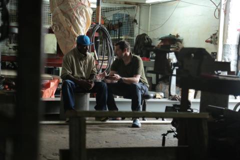 FIJI - Karsten  von Hoesslin tillsammans med fiskaren Osea Waqa.