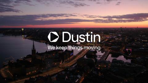 Dustin fortsætter transformationen -  skifter udseende