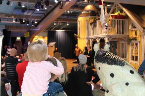 Li Skarin, Niklas Nordström och Jörgen Hult höll en kort information innan Pippi-teatern.