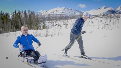 Jens-Willy og sønnen på skitur sammen