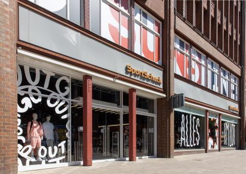 Auch der Eingangsbereich im SportScheck Store in Hamburg ist neu konzipiert.