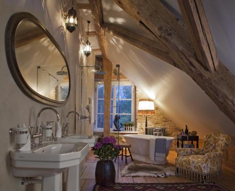 Kau Manor Suite badrum och badkar med AXOR Montreux