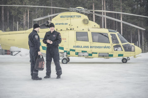 Ambulansflyg väljer svenska flygdräkter