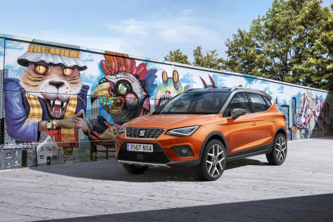 11_New SEAT Arona_Front_Orange_Graffiti_S_HD