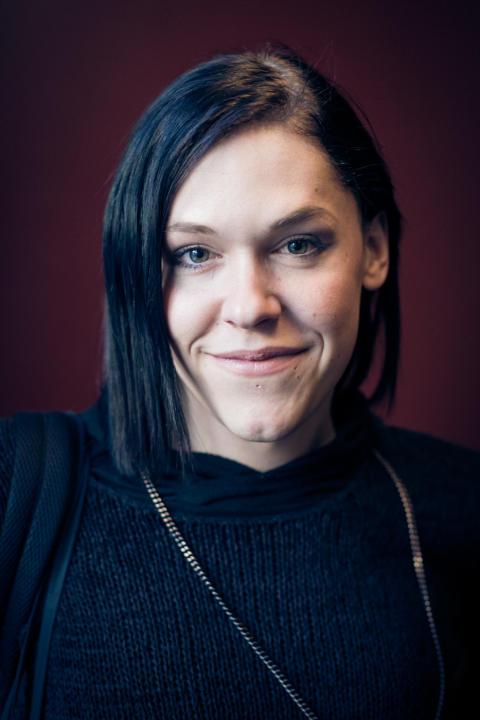 Guldbaggevinnaren Saga Becker ny ambassadör för Suicide Zero