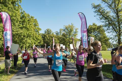 Tusentals tjejer springer Tjejmilen #förhenne