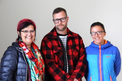 Jorunn Finnsen, Rolf Lervoll og Kjerstin Teigen Granby fra Ungbo gleder seg til ungdommene flytter inn i den nye leiligheten.